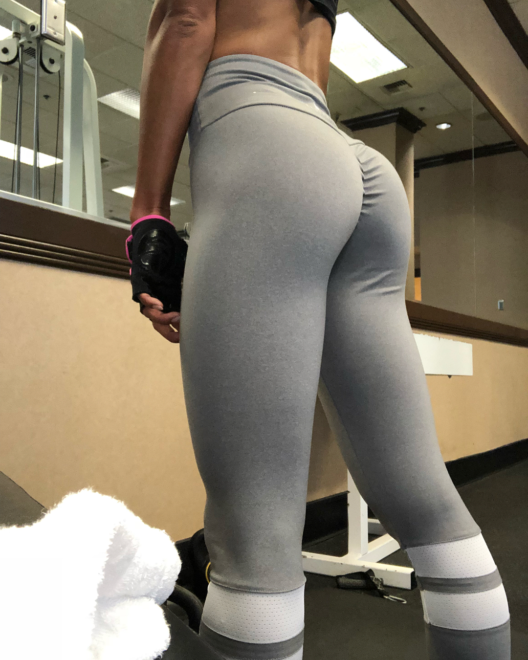 Workout with Newhalf Miran for tight glutes