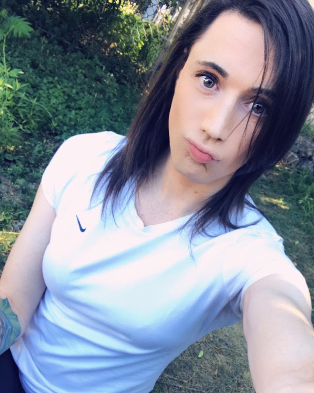 Transgirl park selfie