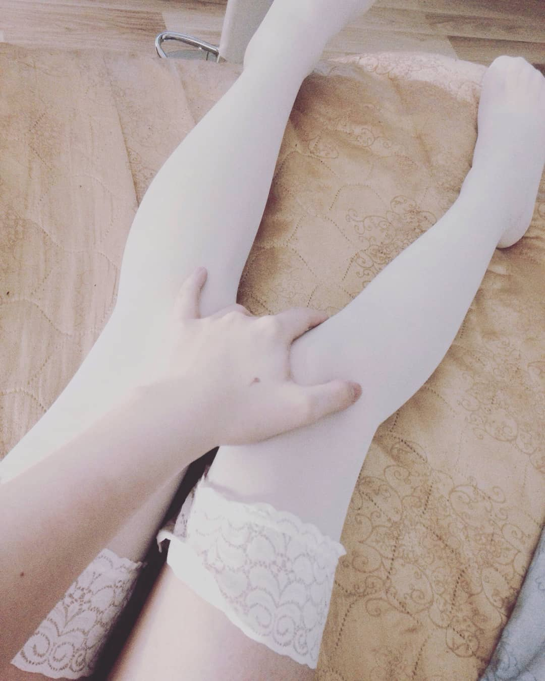 Alice Chekhova nylon selfie