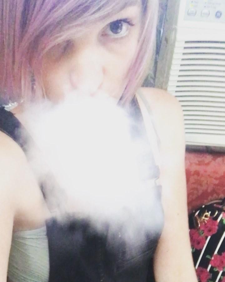 Ellen Argent smoking selfie