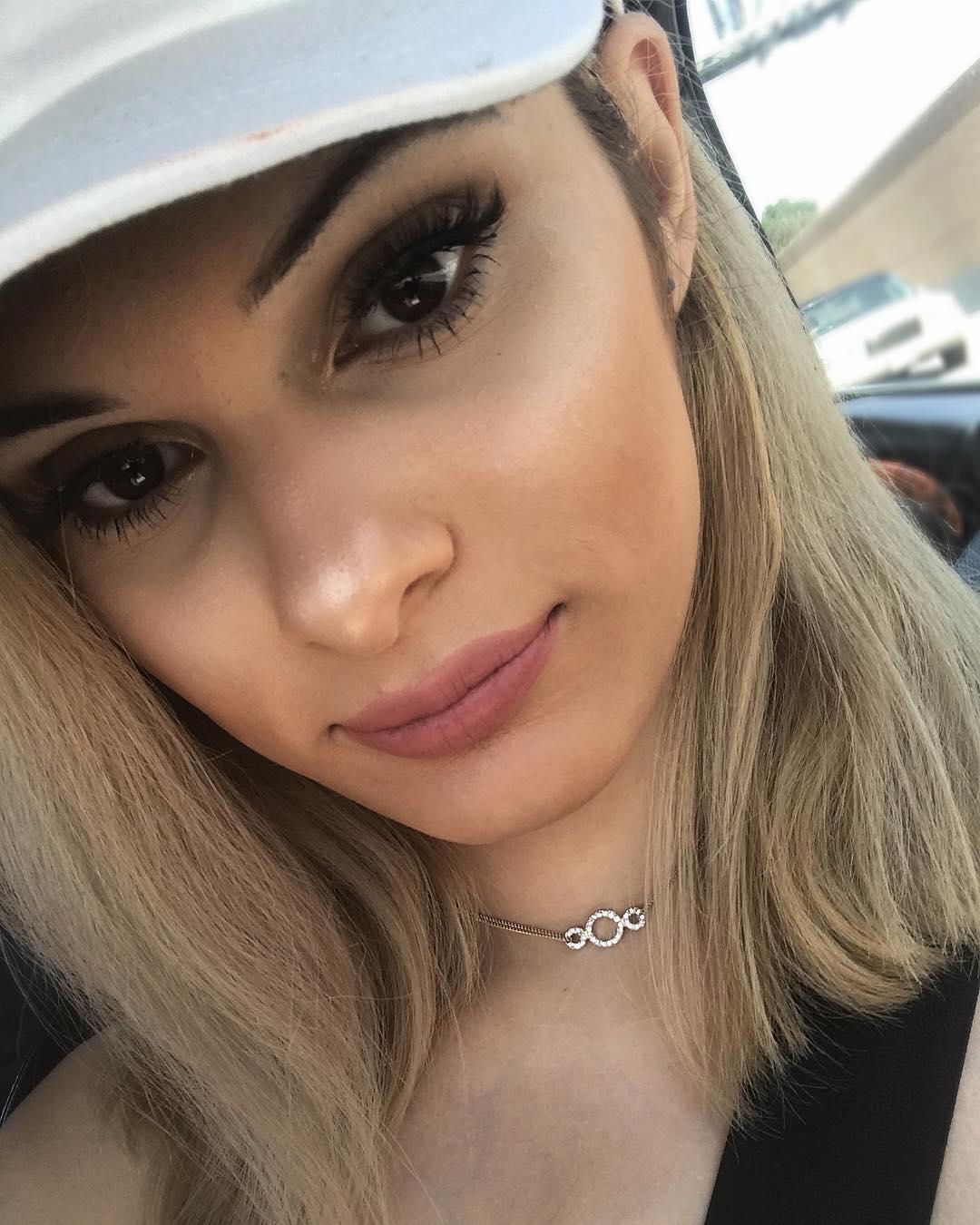 Luve Aris closeup face selfie