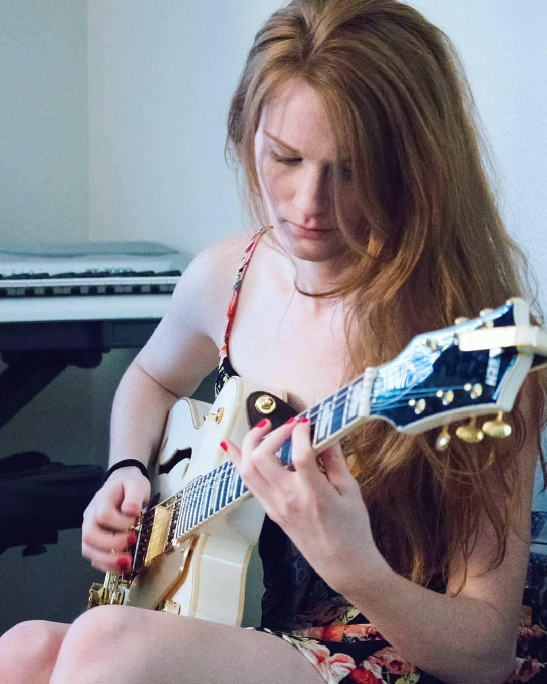 Ts Melody Lane guitar shot
