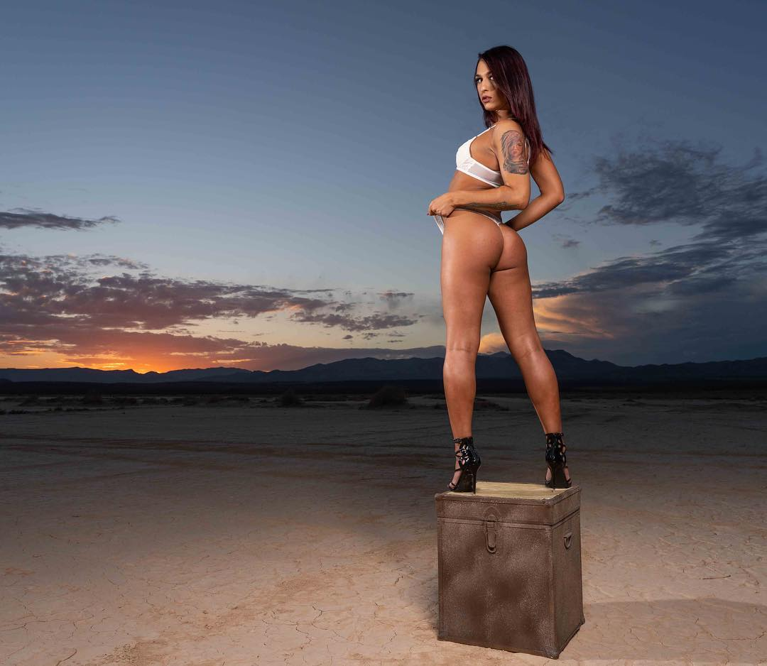 Khloe Kay tgirl booty shoot in desert