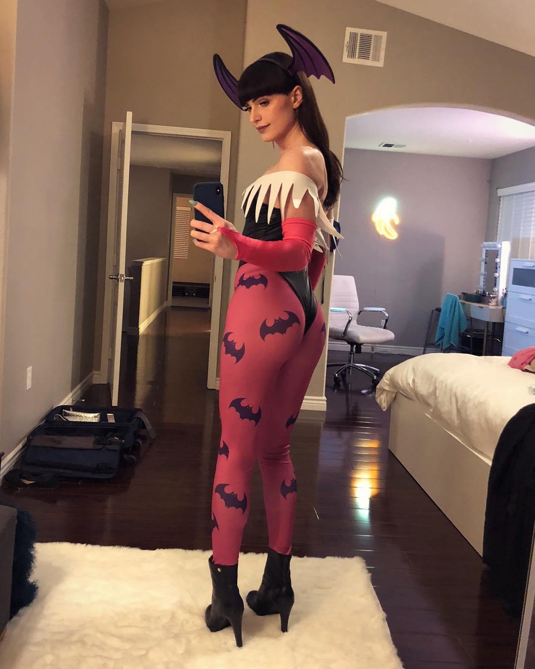 TS Natalie Mars Morrigan cosplay