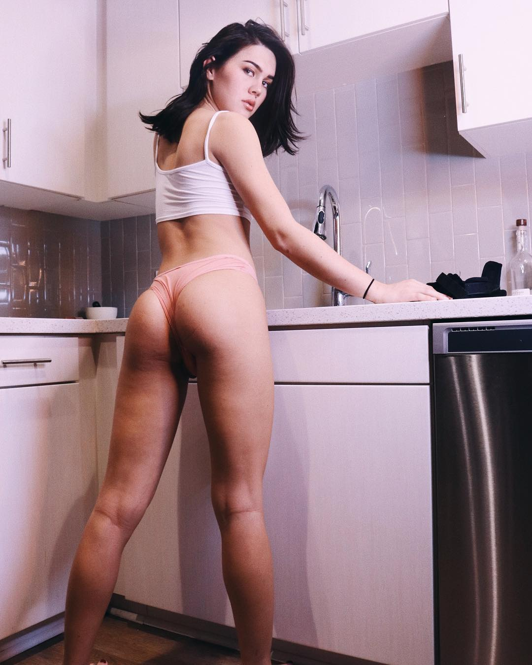 Trap Daisy Taylor cleaning in underwear
