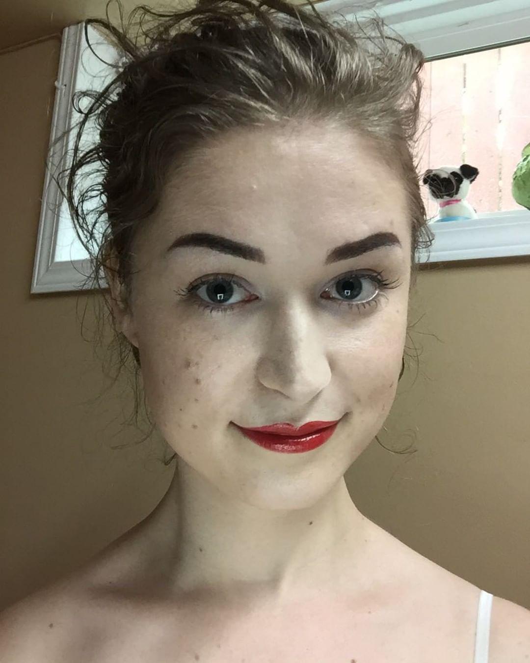 AnaNomie makeup selfie
