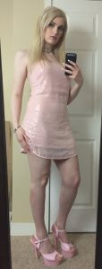 Nikki Winters short dress selfie