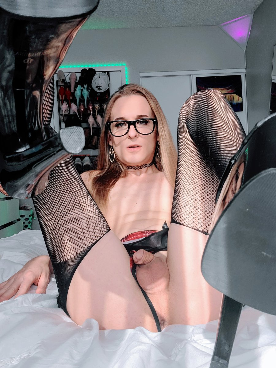 TS Rachel Nova nylons and glasses