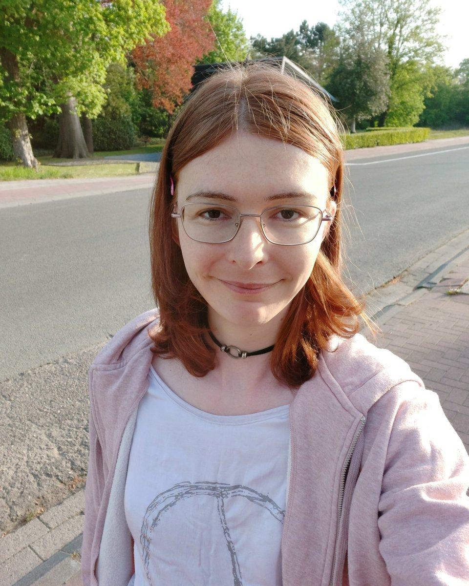 Nerdy TS Teen Ariana Larssen outdoors selfie