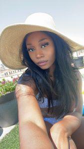 Ebony ts Goddess Vanniall outdoors selfie