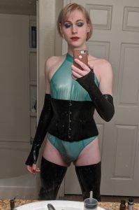 Slim Lianna Lawson kinky mirror selfie